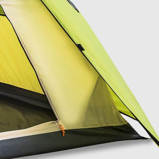חלקו הפנימי של האוהל הוא למעשה כילה מאווררת