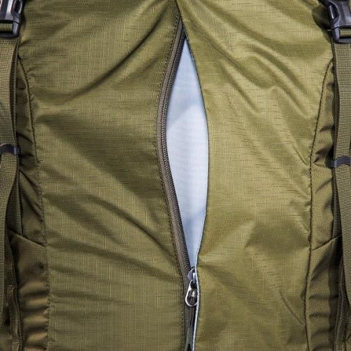 כיס קדמי נגיש וגדול עם רוכסן לטובת שליפה מהירה של מפות סימון שבילים